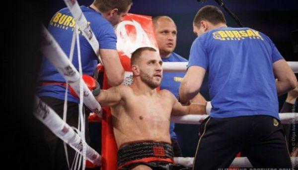 Максим Бурсак битиметься з Давидом Лемьє