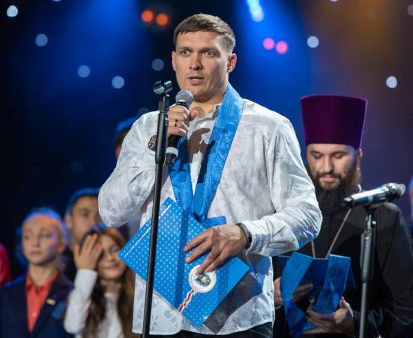 Кадр дня. Усик отримав орден від УПЦ Московського Патріархату