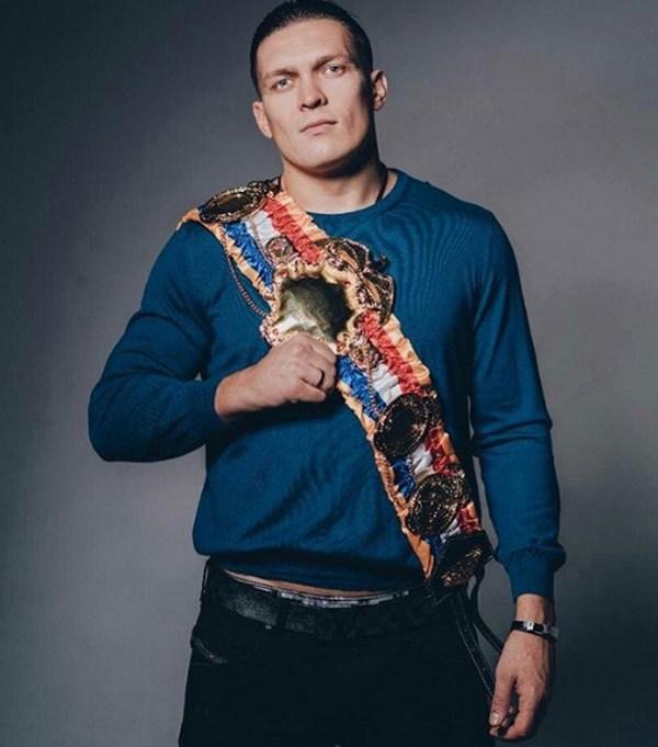 Абсолютний чемпіон світу у важкій вазі Олександр У...