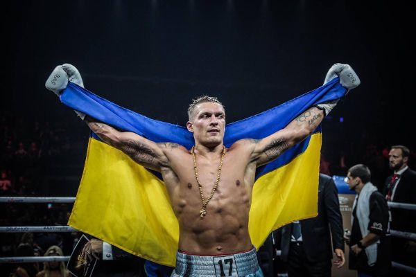 Кадр Дня. Олександр Усик з прапором України