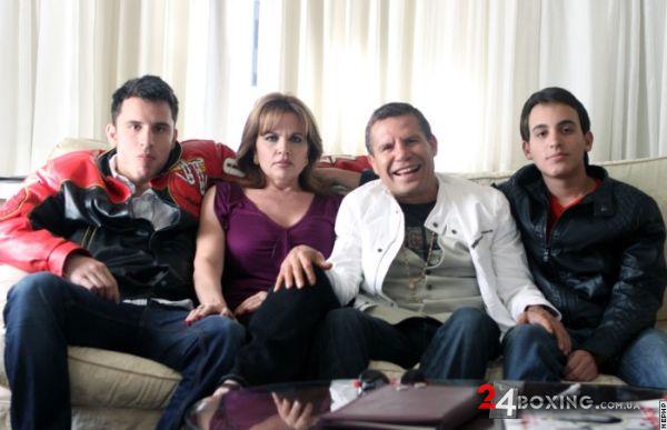 Родина Чавесів прибула до Лос-Анлджедлеса, аби під...