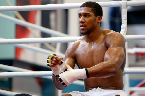 Чемпіон світу в суперважкій вазі за версіями WBA, ...