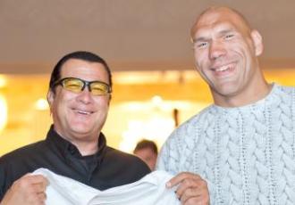 Кадр дня: Микола Валуєв і Стівен Сігал